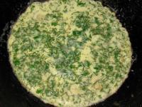 Куриный рулет с фасолью и омлетом