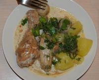 Курица с шампиньонами в белом соусе