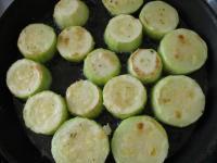 Кабачки,запечённые с помидорами и творогом.