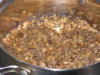Кус-кус по-восточному с баклажанами, чечевицей и сладким перцем.