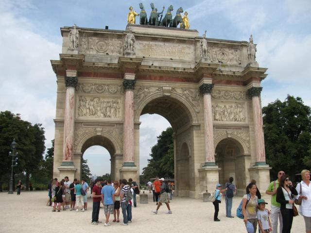 Триумфальная арка около Лувра