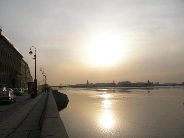 Вечернее солнце над Невой
