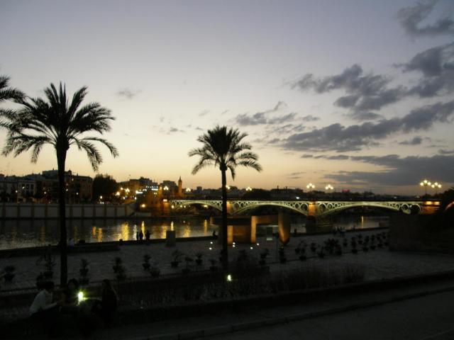 Испания, набережная Севильи. Февральский вечер :)