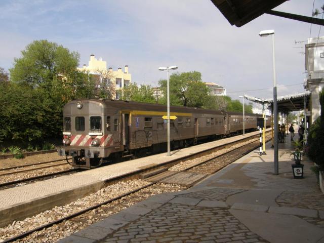 Португалия. Тавира. Поезд - местный аналог электрички.