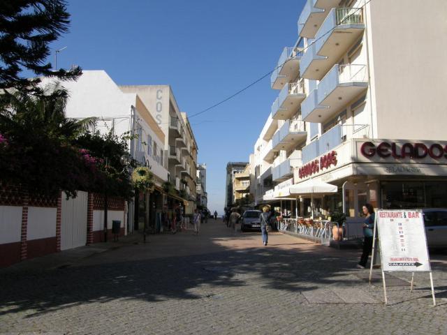 Португалия, Коста да Капарика. Пешеходная улица Rua dos Pescadores