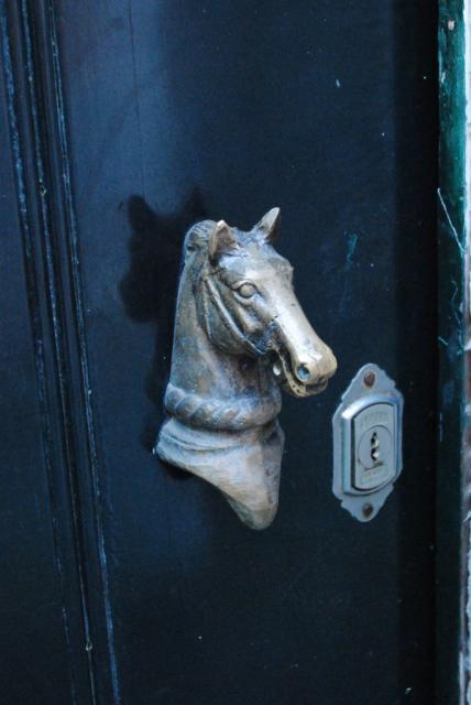 Дверная ручка - голова лошади. Синтра.