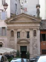 Одна из миллиона маленьких церквушек Рима.