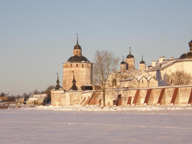 Кириллов. Кирилло-Белозерский монастырь. Вид на Большую Мереженную (Белозерскую) башню.
