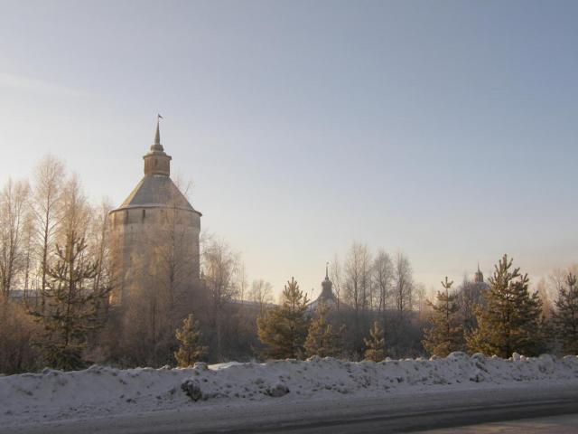Кириллов. Кирилло-Белозерский монастырь. Вид на Ферапонтовскую (Московскую) башню.