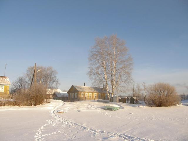 Кириллов. Дом на берегу озера Сиверское (Вид от Кирилло-Белозерского монастыря).