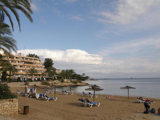 Испания, о.Ибица, г.Ибица. Пляж.