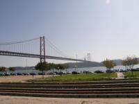 Португалия, Лиссабон. Мост через Тежу.