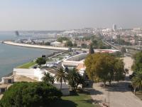 Португалия, Лиссабон. Вид на Лиссабон и Тежу из крепости.